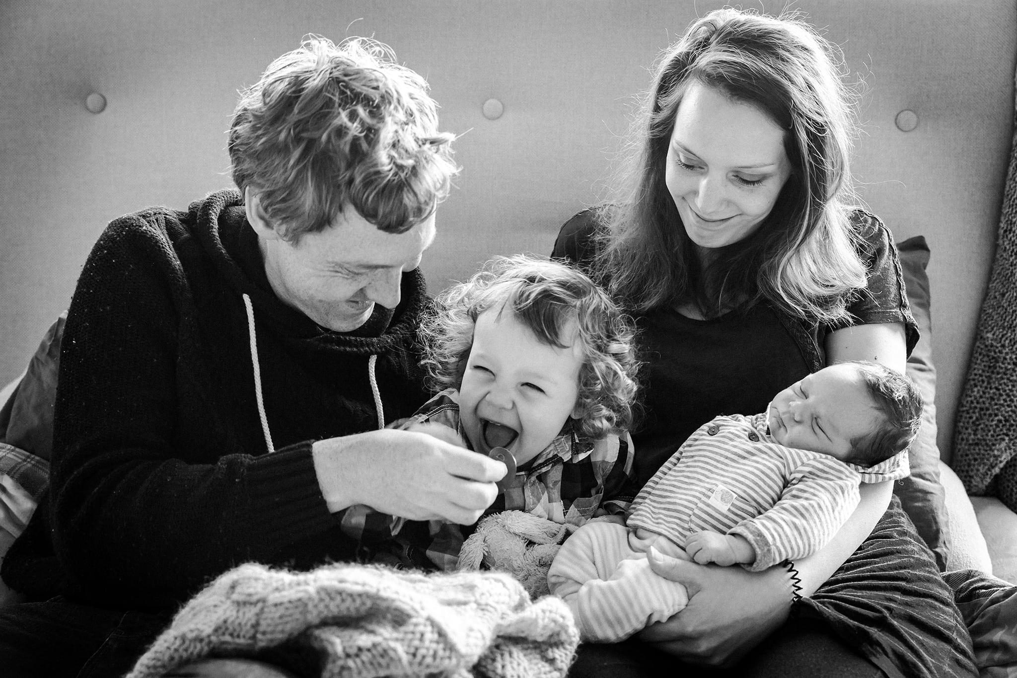 foto van pasgeboren baby keizersnede