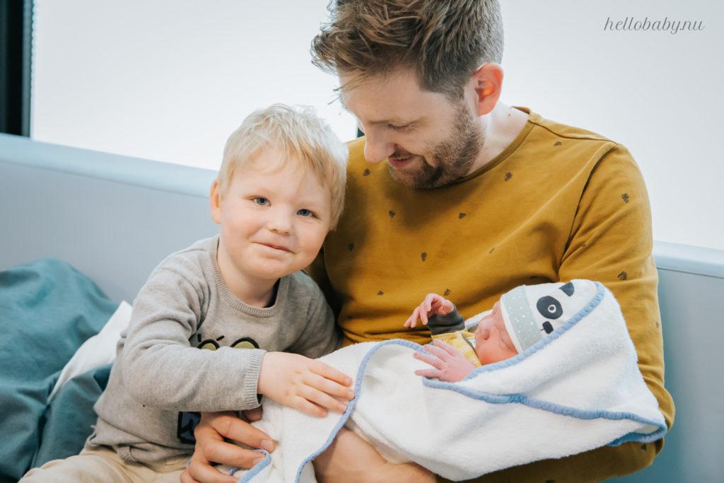 eerste ontmoeting broers bij geboorte