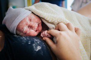 Met geboortefotograaf 01 2 300x200 - Geboorte zelf fotograferen of een geboortefotograaf inhuren?