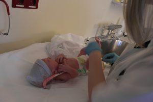foto geboorte 300x200 - Geboorte zelf fotograferen of een geboortefotograaf inhuren?